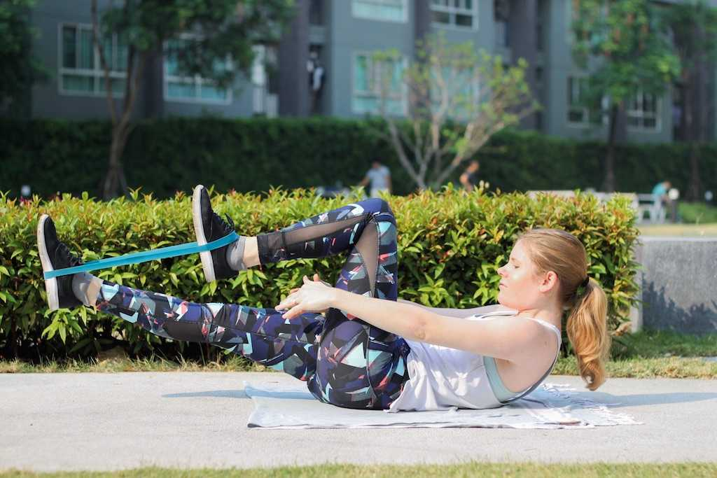 Core Exercises Crunch with Resistance Band Pull 2